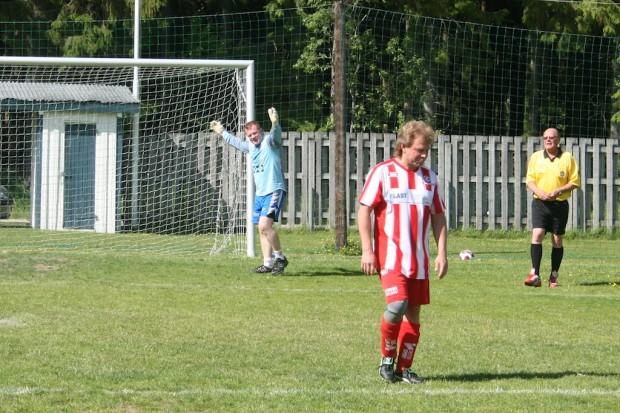 ...där den inhoppade målvakten Mikael Jakobsson räddade en straff. Älgå vann straffläggningen med 5-3.