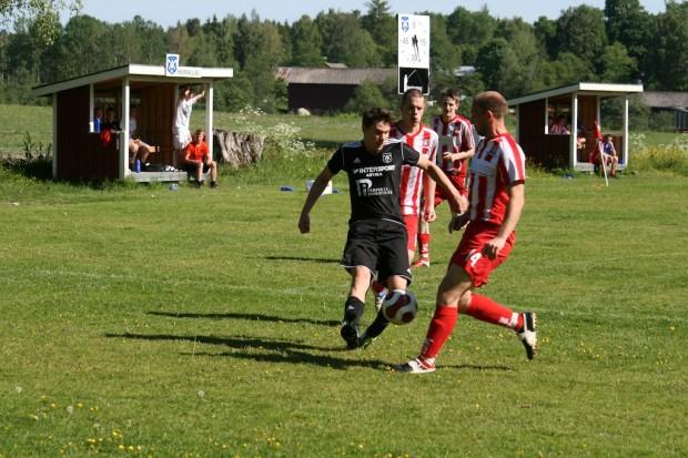 Sebastian Nicolaisen Karlsson gjorde 2-0 till Älgå efter en fin individuell prestation.